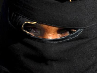 Tief verschleierte Muslimin: In Saudi-Arabien wird eine besonders puritanische Richtung des Islam verfolgt (Symbolfoto).