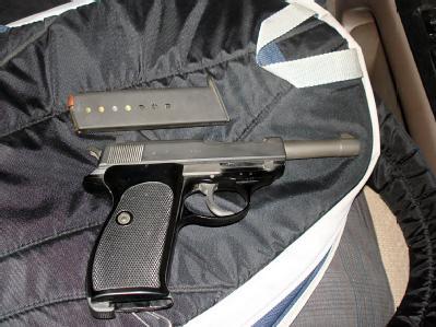 Ansicht einer Pistole, die in Kabul für 1600 US-Dollar zum Kauf angeboten wurde (undatiertes Handout). Foto: NDR