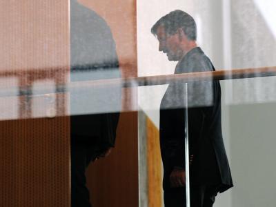 FDP-Haushaltsexperte Hermann Otto Solms betritt in Berlin den Sitzungssaal der Arbeitsgruppe Finanzen.