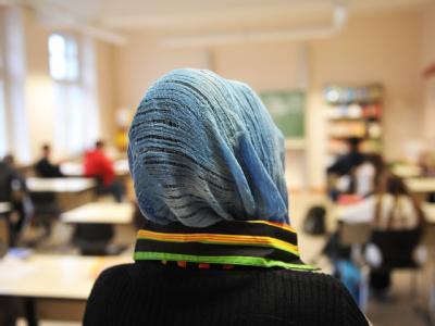 Türkisches Mädchen im Unterricht