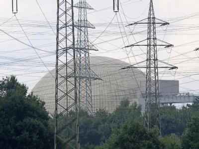 Unter SPD-Umweltminister Sigmar Gabriel umstritten: Das Kernkraftwerk Lingen im Emsland (Archiv).
