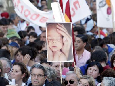 Unter dem Motto «Jedes Leben zählt» zogen über hunderttausend Demonstranten durch Madrid, um gegen die Lockerung des Abtreibungsrechts zu protestieren.