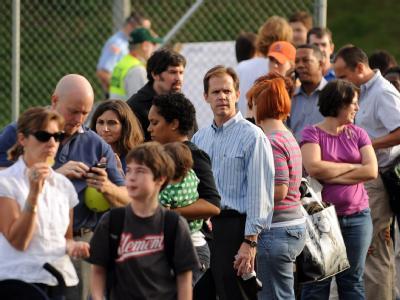Keine Spur von Impfmüdigkeit: Amerikaner warten in Washington auf die Impfung gegen die Schweinegrippe.
