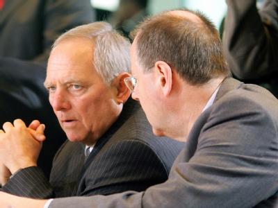 Noch-Bundesfinanzminister Peer Steinbrück (r.) und sein wahrscheinlicher Nachfolger Wolfgang Schäuble.