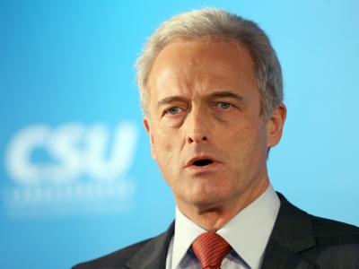 Bundesverkehrsminister Ramsauer: «Von einer Pkw-Maut ist im Koalitionsvertrag nicht die Rede. Dieses Thema steht deshalb auch nicht auf der Tagesordnung.»