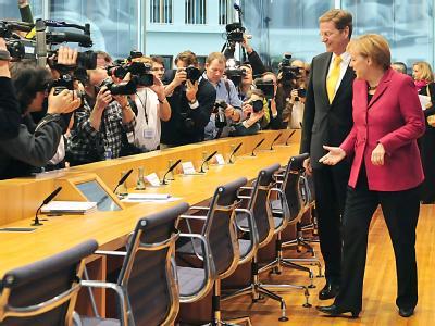 Sie gehen Erfolge verkaufen: FDP-Chef Guido Westerwelle und Bundeskanzlerin Angela Merkel.