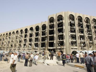 Das Justizministerium in Bagdad nach den Anschlägen. Unter den Trümmern des Gebäudes werden 60 Kinder vermutet.