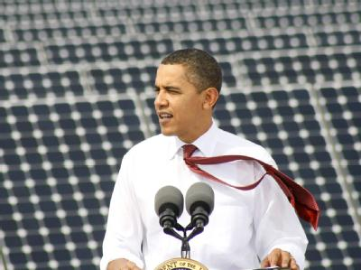 Obama vor Solaranlage
