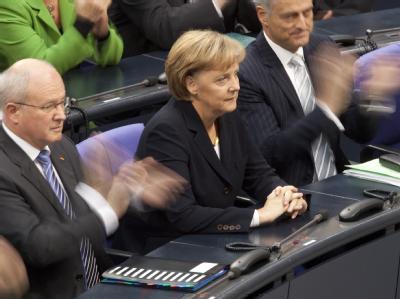 Die wiedergewählte Bundeskanzlerin Angela Merkel erhält nach ihrer Wiederwahl Applaus.