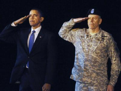 Solche Bilder vermied George W. Bush: Barack Obama erweist einem in Afghanistan getöteten US-Soldaten die letzte Ehre.
