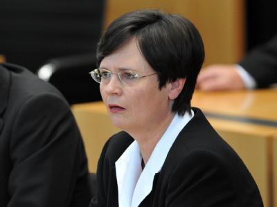 Christine Lieberknecht (CDU) während der Abstimmung im Landtag in Erfurt.