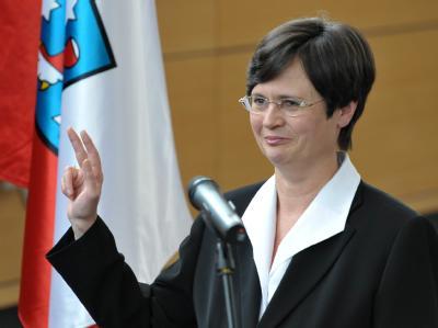 Zwei Monate nach der Thüringer Landtagswahl wird Christine Lieberknecht als neue Ministerpräsidentin vereidigt.