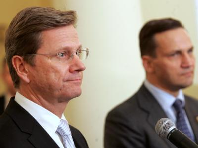 Westerwelle während seines Antrittsbesuch in Polen mit seinem Amtskollegen Sikorski.