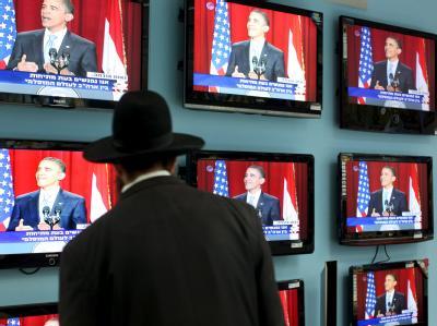 Ein ultra-orthodoxer Jude verfolgt Obamas legendär gewordene Kairoer Rede (Foto vom 4.6.2009).
