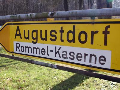 In der größten Bundeswehr-Kaserne des Heeres im ostwestfälischen Augustdorf sind Soldaten nach Bundeswehrangaben über Monate misshandelt worden.