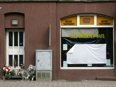 In diesem Internet-Café in Kassel starb dessen Betreiber - ein Verfassungsschützer soll kurz vor dem Mord den Laden verlassen haben. Archivfoto: Uwe Zucchi