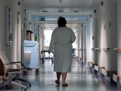 Patientin in einer Klinik: Wie steht es um die Behandlungsqualität in Krankenhäusern und Arztpraxen in Deutschland?  Foto: Peter Endig/Symbolbild