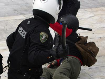 Demonstration in Athen (Symbolbild). Das Antifolterkomitee des Europarates wirft Griechenland schwere Misshandlungen von Festgenommenen vor.