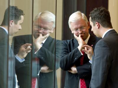 Hessens Ministerpräsident Roland Koch (l) mit seinem Koalitionspartner, dem Vorsitzenden der FDP-Fraktion, Florian Rentsch (r).