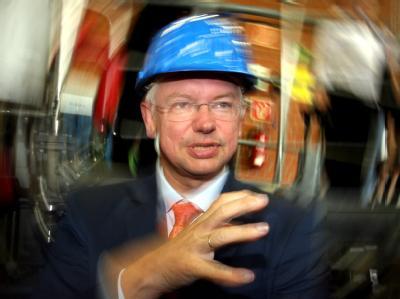 Roland Koch zu seiner Rolle in der CDU-Spendenaffäre: «Parteimitglieder hatten mir Nitroglycerin übergeben, ohne Gebrauchsanweisung.» (Archivbild von 2008)