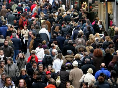 Deutschlands Bevölkerung wächst wieder leicht - dank der Zuwanderer. Foto: Rolf Vennenbernd