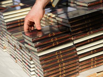 Die Salafisten haben auch in Deutschland den Koran kostenfrei verteilt, zum Beispiel in Berlin. Foto: Britta Pedersen/Archiv