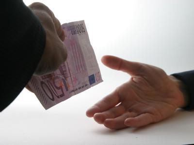 Kliniken und niedergelassenen Ärzte werfen sich gegenseitig eine Kultur der Korruption vor. (Symbolbild)