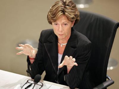 EU-Wettbewerbskommissarin Neelie Kroes (Archivbild) hat einen Ruf als unnachgiebige Wettbewerbshüterin.