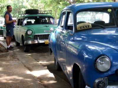 Private kubanische Taxiunternehmer warten auf Fahrgäste (Archiv).
