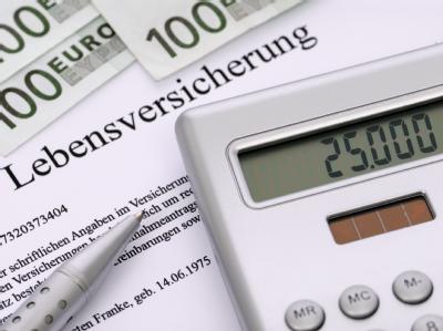 Lebensversicherungsfragen: Konkret geht es vor dem Bundesgerichtshof (BGH) in Karlsruhe um zwei Fälle aus Berlin und Nordrhein-Westfalen.