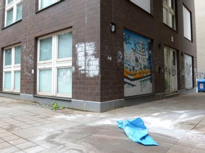 Tatort des brutalen Mordes in Kreuzberg: Nachbarn hatten die Polizei alarmiert. Foto: Britta Pedersen