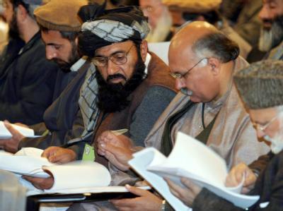 Delegierte der Loja Dschirga am 4.1.2004 in Kabul. Die Loja Dschirga ist ein einzigartiges Forum zur Regelung bedeutender nationaler Angelegenheiten in Afghanistan.