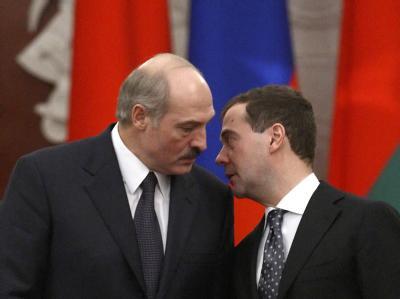 Der russische Präsident Medwedew (r.) hat Spekulationen über ein Ende der autoritären Herrschaft des weißrussischen Präsidenten Alexander Lukaschenko angeheizt.