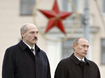 Alexander Lukaschenko (l) und Wladimir Putin 2007 in Minsk. Foto: Mikhail Klimentyev Ria Novosti/Kremlin Pool / Archiv