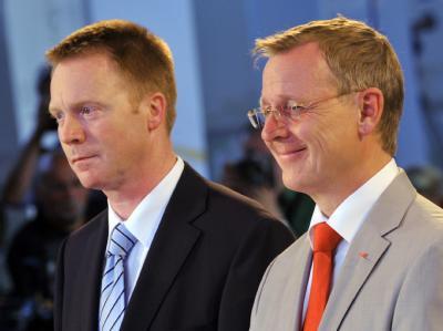 Die Spitzenkandidaten der Thüringer Landtagswahl, Christoph Matschie (SPD, l) und Bodo Ramelow (Linke) am Wahlabend.