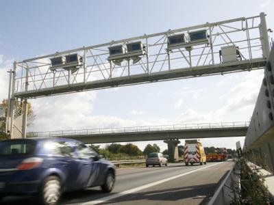 Die Regierung weitet die LKW-Maut auf vierstreifige Bundesstraßen aus.