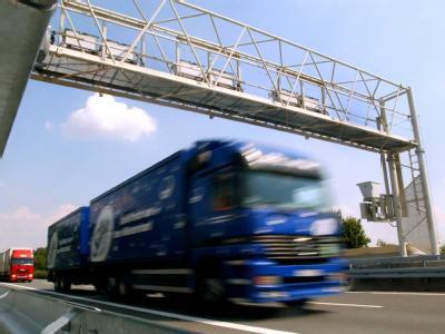 Die Lösung liegt laut dem Verband in einer einheitlichen Tempo-Drosselung der Lastwagen auf die in Deutschland zulässigen 80 Stundenkilometer in ganz Europa.