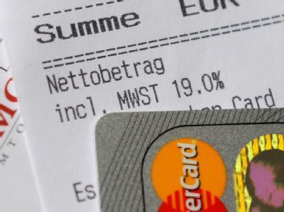 Der gut organisierte Betrug mit Mehrwertsteuer-«Karussellgeschäften» soll rascher als bisher gestoppt werden. Foto: Peter Steffen/Archiv