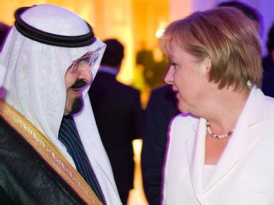 Bundeskanzlerin Angela Merkel unterhält sich am 26.06.2010 während eines Empfangs für die Teilnehmer des G20-Gipfels in Toronto mit König Abdullah von Saudi-Arabien.