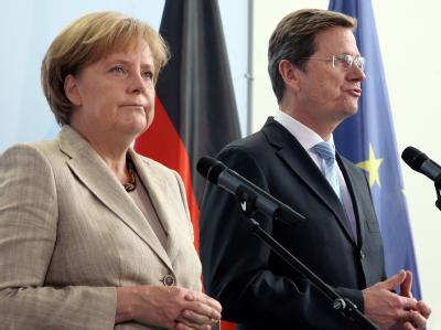 Bundeskanzlerin Merkel und Vizekanzler Westerwelle sind sich uneinig: Die CDU-Chefin lehnt den Vorstoß der FDP ab, das System der reduzierten Mehrwertsteuersätze zügig zu überarbeiten.