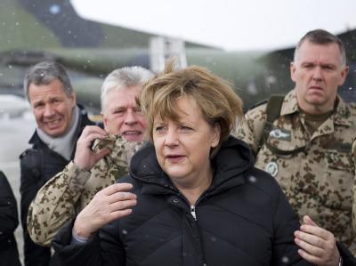 Merkel im Bundeswehr-Feldlager in Masar-i-Scharif. Foto: Bundesregierung/Steffen Kugler