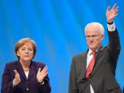 Bundeskanzlerin Angela Merkel mit dem nordrhein-westfälischen Ministerpräsidenten Jürgen Rüttgers auf dem  NRW-Landesparteitag der CDU.