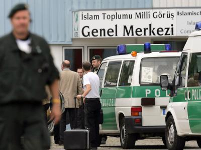Polizei-Razzia im Dezember 2009 bei der Milli Görüs («Nationale Sicht»): Der Vereinigung wurden Betrug, Untreue und Geldwäsche vorgeworfen (Archivbild).