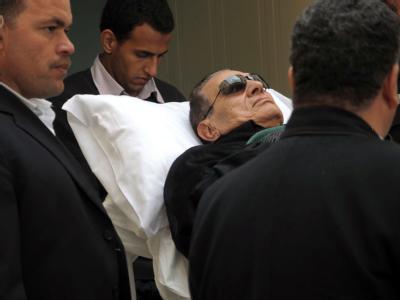 Seinen Prozess verfolgte Hosni Mubarak von einer Krankentrage aus. Foto: str