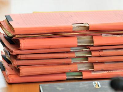 Akten im Neonazi-Untersuchungsausschuss des Thüringer Landtages: Jetzt sind bislang unbekannte Unterlagen aus den Archiven der Kripo aufgetaucht. Foto: Martin Schutt