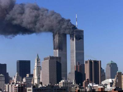 Der Morgen des 11. September 2001 in New York: Das World Trade Center brennt. Foto: Jason Szenes