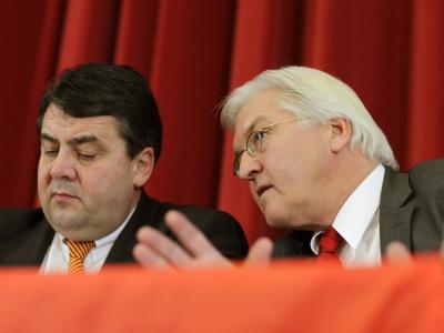 Abrechnung nach den ersten 100 Tagen. Die Opposition mit SPD-Parteichef Gabriel und Fraktionschef Steinmeier beäugt die Arbeit der Bundesregierung kritisch.