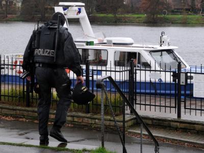 Die Polizei leitete nach der Flucht der beiden Verbrecher eine Großfahndung mit Hubschraubern, Booten, Hunden und Wärmebildkameras ein.