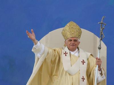 Papst Benedikt XVI. bei einer Messe in Regensburg im September 2006.