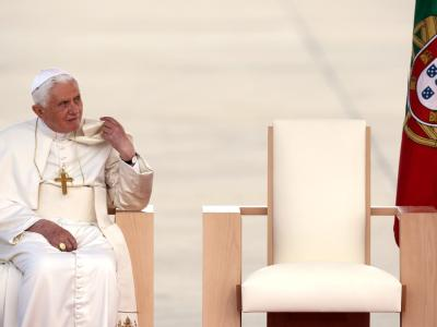 Papst in Portugal eingetroffen